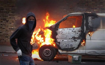 Londonriots-Hooded-Youth