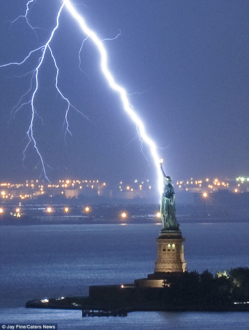  Lightening Ladyliberty