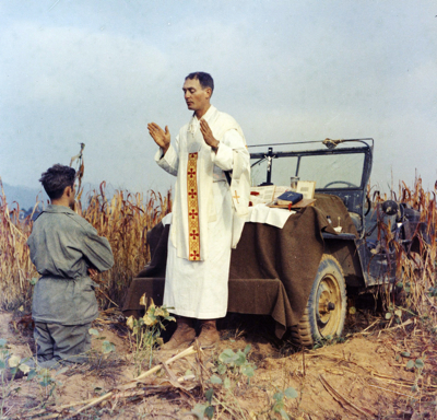 -Kapaun Saying Mass