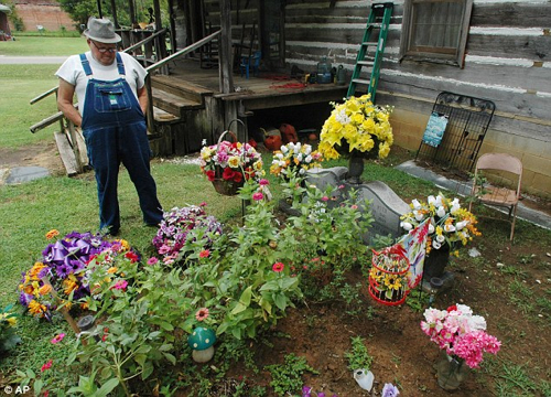 Man Buries Wife Frontyard