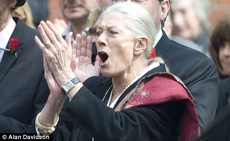 Vanessa-Redgrave Clapping